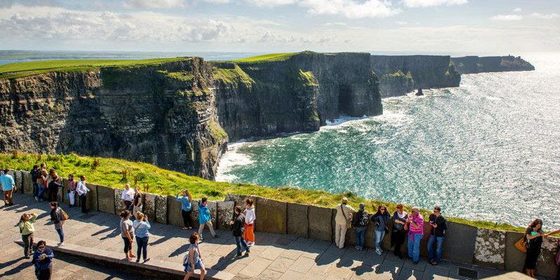 Eine der Highlights unter den Sehenswürdigkeiten Irlands: Die Cliffs of Moher (Foto: © Christopher Hill Photographic 2014, Tourism Ireland)