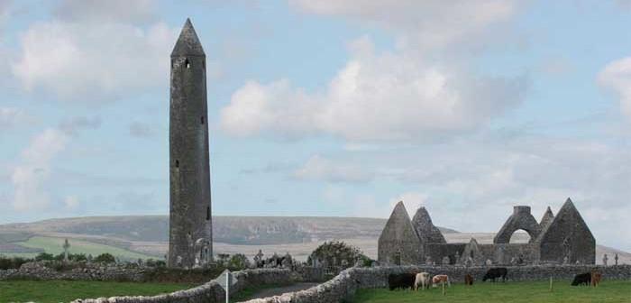 Die Wahrzeichen Irlands: Von Kleeblättern, Harfen und Rundtürmen