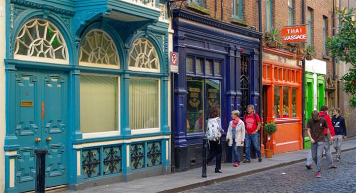 Viele Städte Irlands sind vor allem wegen den liebevoll verzierten Fassaden so sehenswert - so wie hier im Temple Bar Bezirk in Dublin